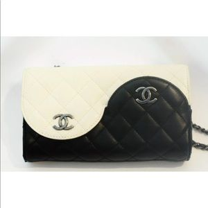 CHANEL ENTRUPY AUTHENTICATED YIN YANG BAG.